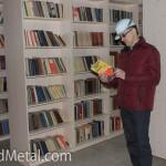 Директор Steel Work Владимир Кондратюк в заводской библиотеке, Кривой Рог