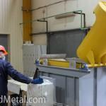 Еще горячий оцинкованный крепеж высыпают - Компания Металл Инвест