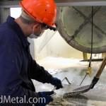 Подготовка поверхности жидкого цинка к подъему емкости с метизами - Компания Металл Инвест
